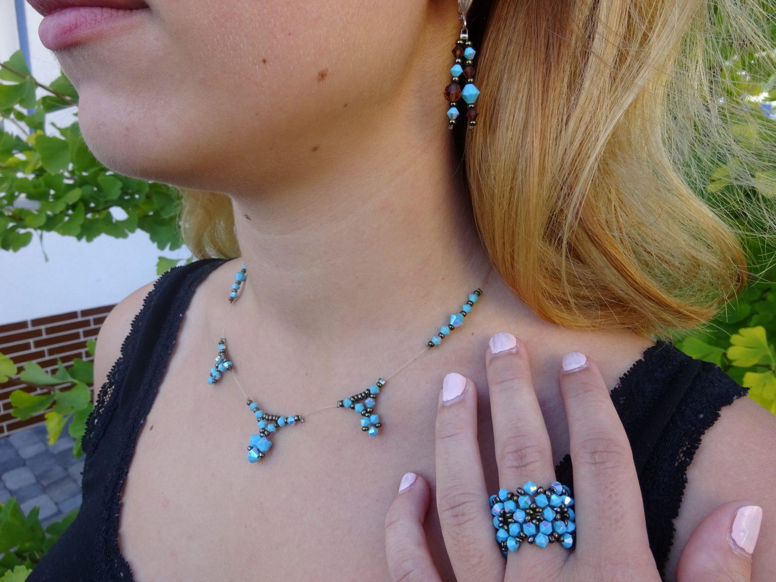 Tropfenkette, Ring und Ohrringe aus Swarovskisteinen