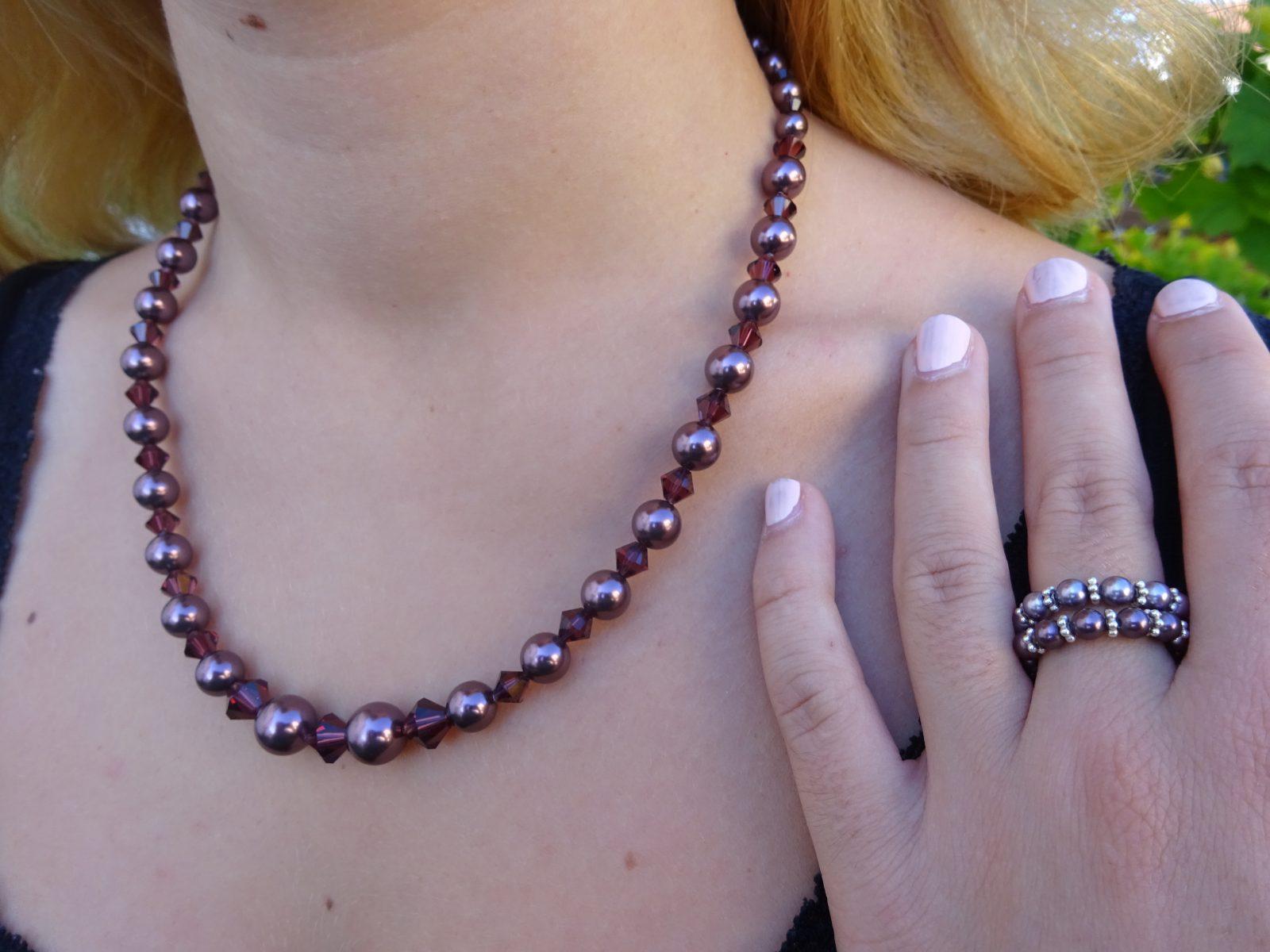 Kette und zwei Ringe aus Swarovskidoppelkegel und Swarovski-CristalPearls
