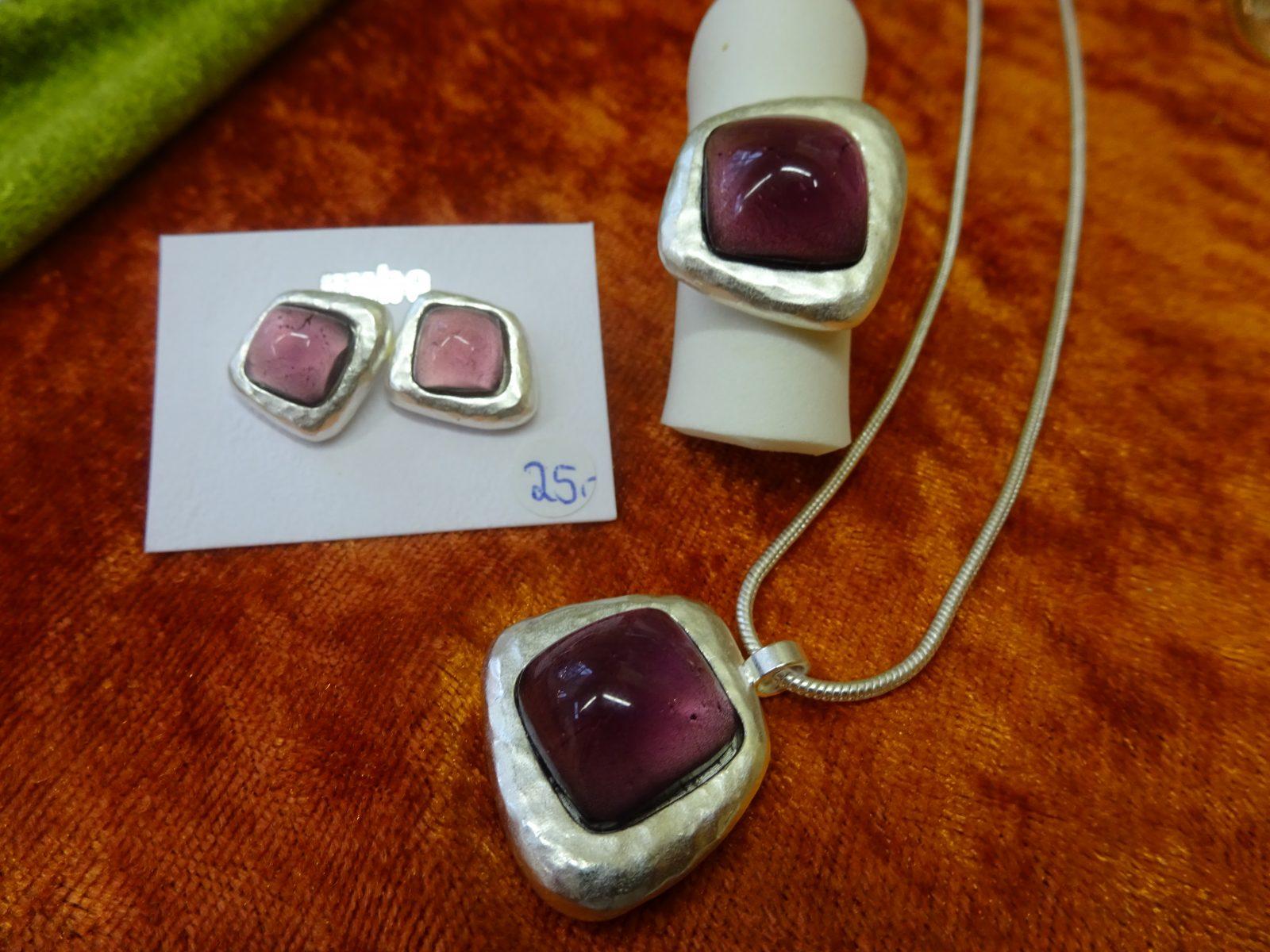 Kette, Ring und Ohrringe von gubo