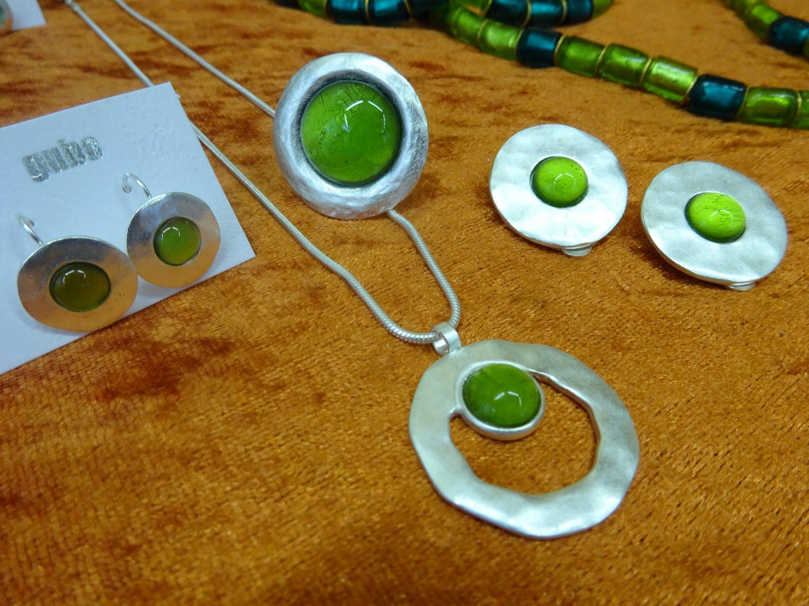 Kette, Ring, Ohrringe und Ohrclips von gubo