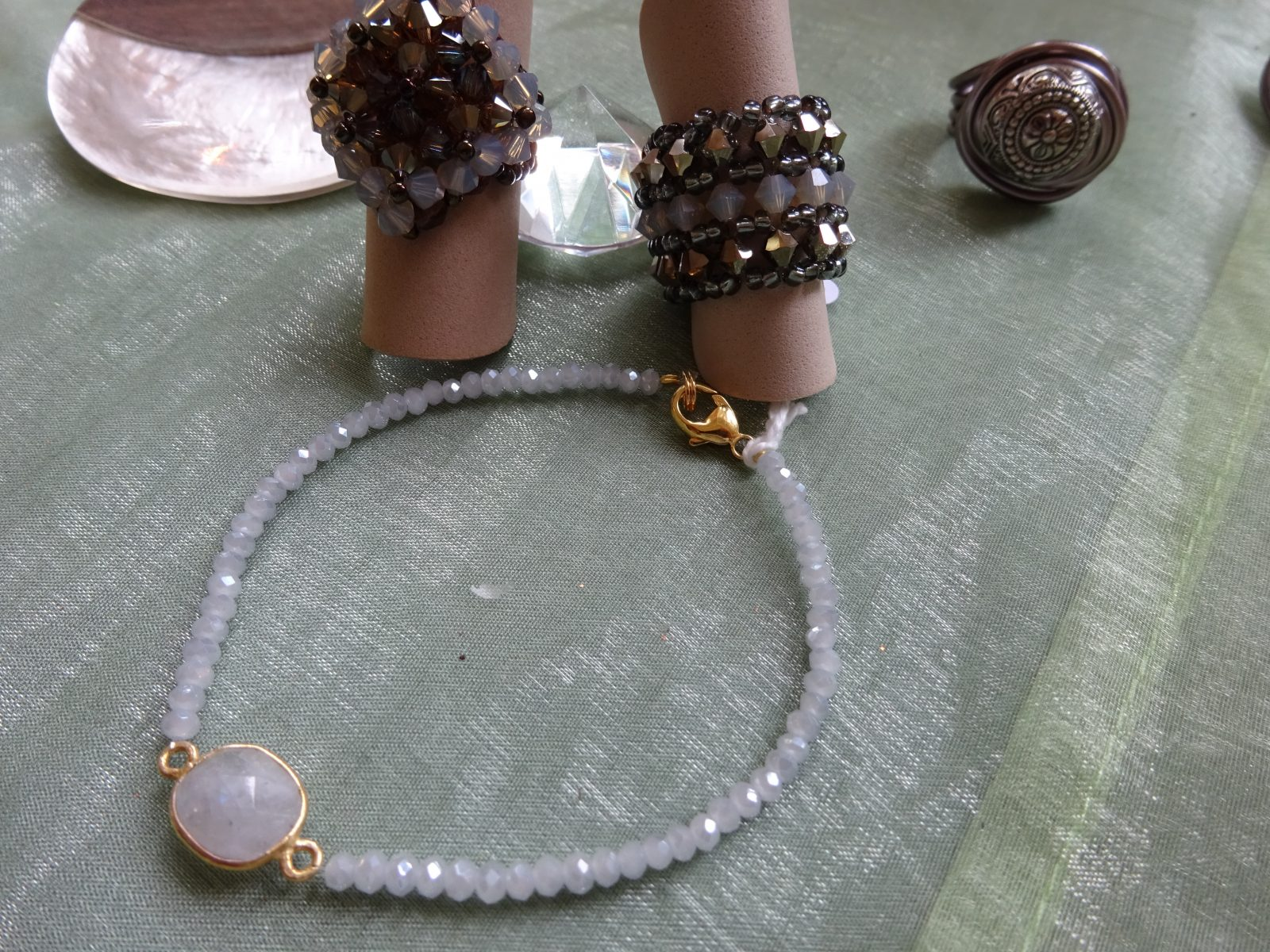 Armband, Swarovskiringe, taupe und opal